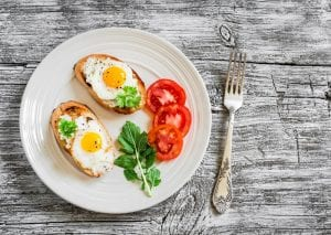 Eggs on toast with tomatoes and garnish